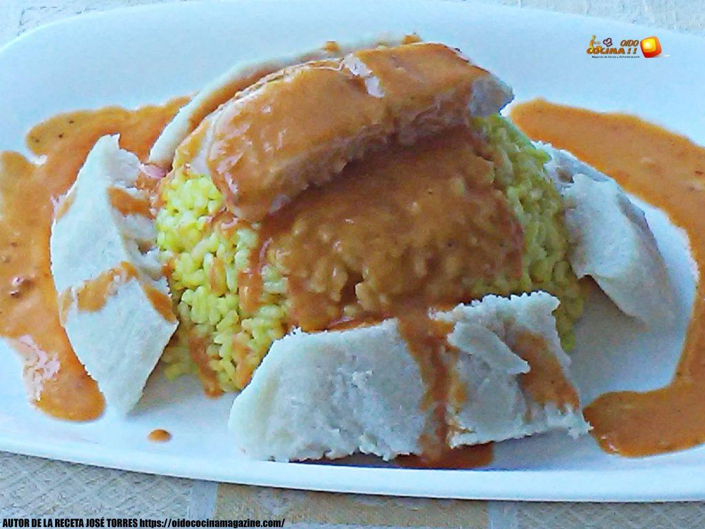 Arroz balnco al curry con merluza y salsa Vizcaína