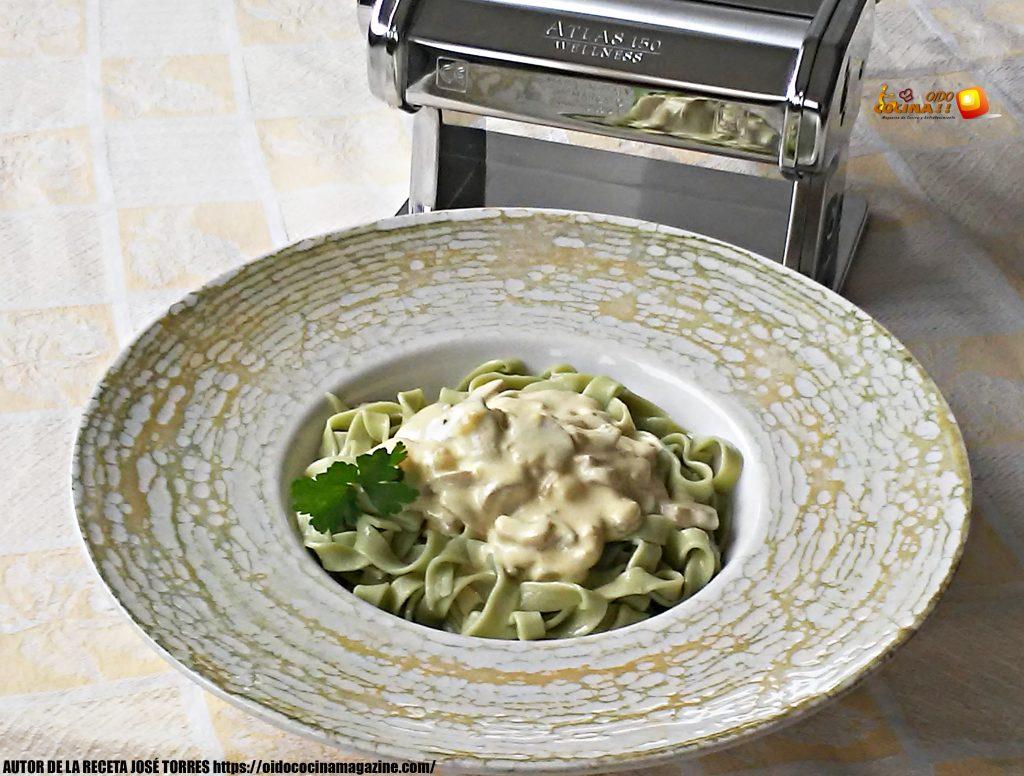 Cintas verdes de espinacas con salsa de champiñones y nata