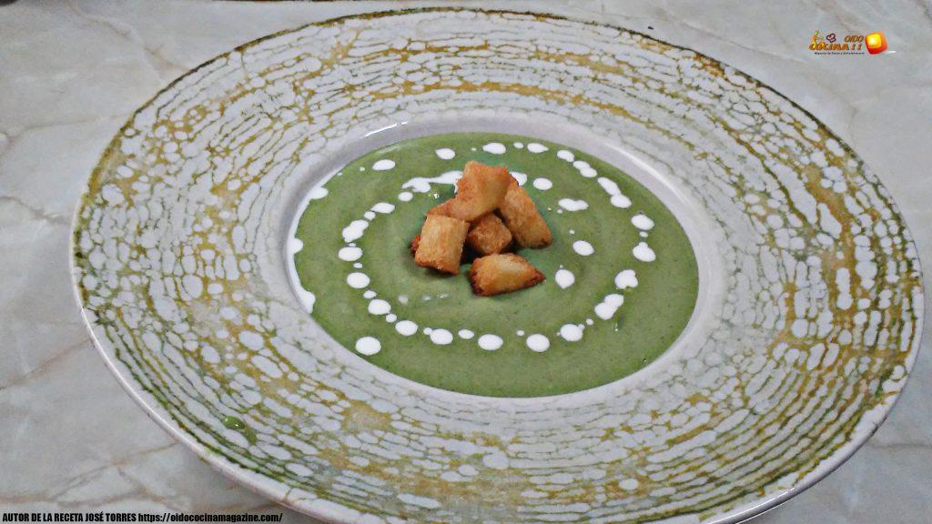 Crema de espinacas con bechamel y picatostes