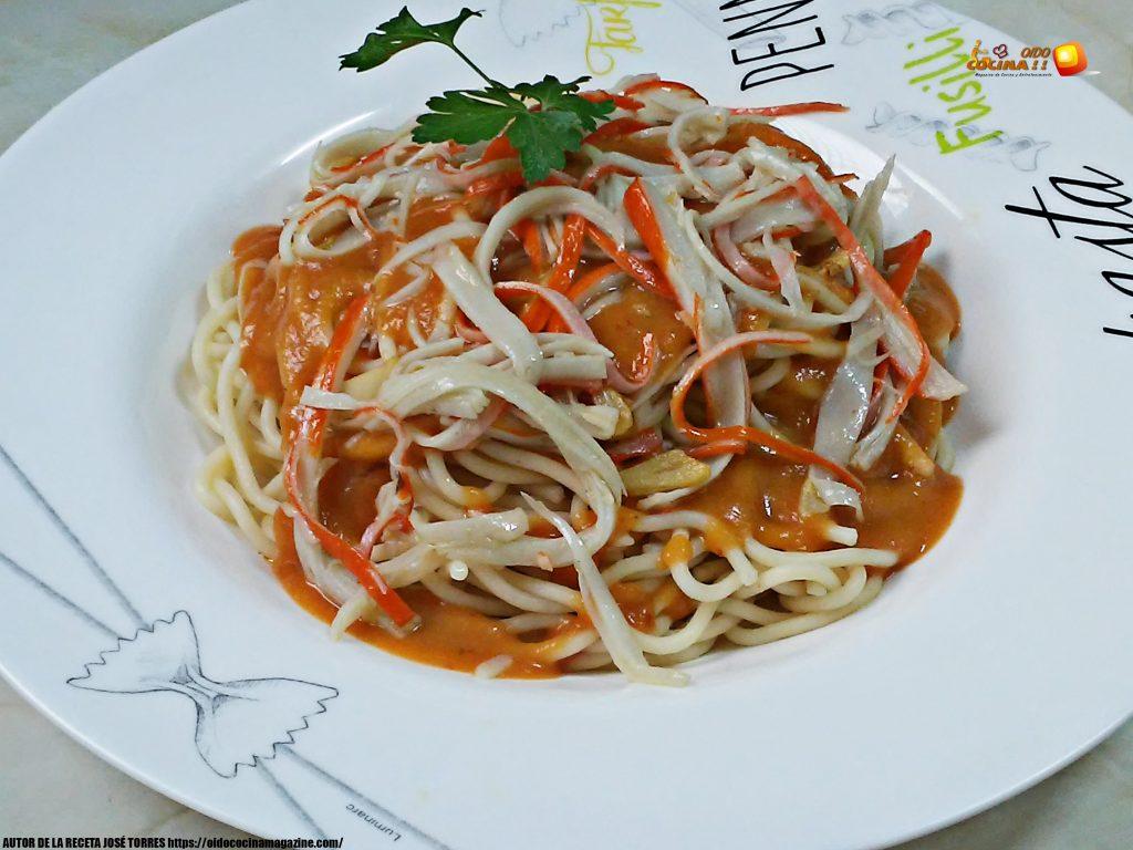 Espaguetis con salsa marinera y surimi
